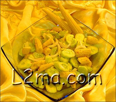 سلطة الخيار مع صغار الذرة